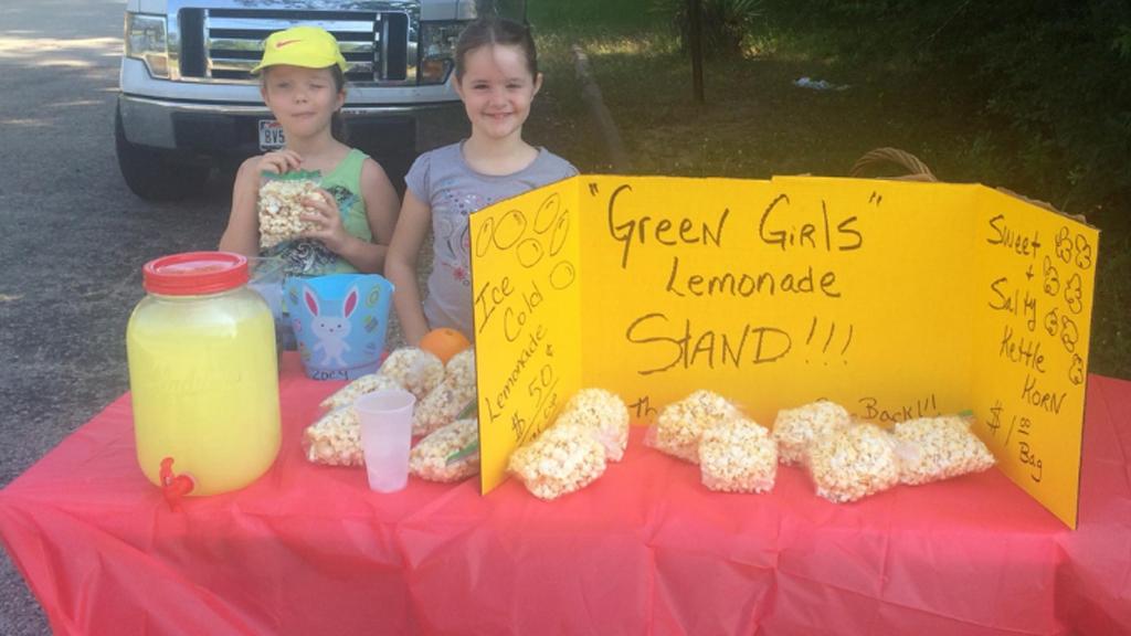 Police officers shut down little girls' 'illegal' lemonade stand