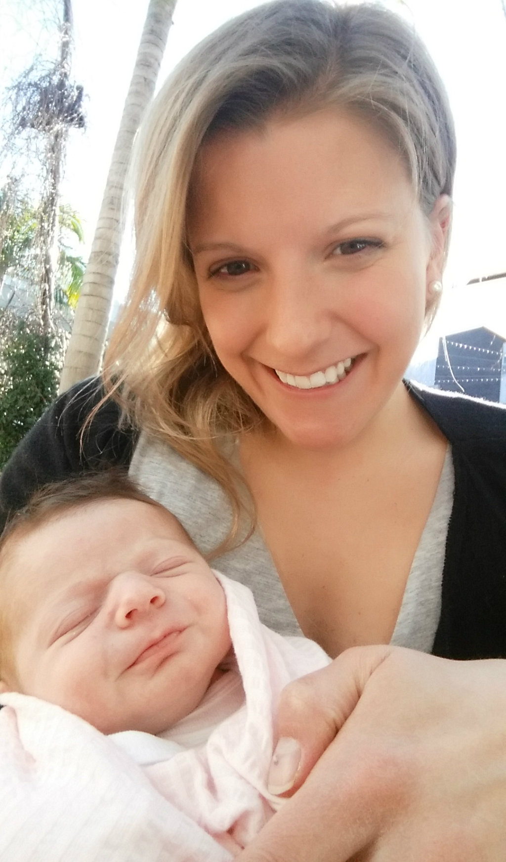 Alex with her daughter Sophie. (Supplied)