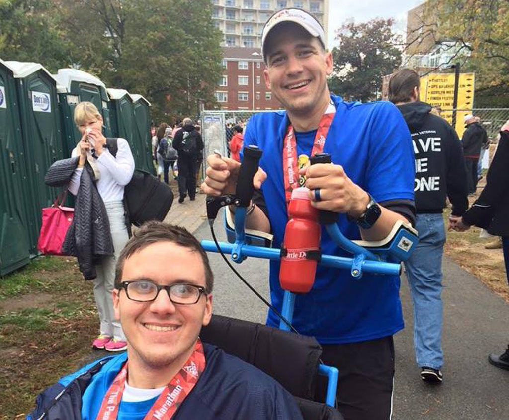 Mr Odom helped Mr Crais to fulfill his dream of finishing a marathon. (Facebook)