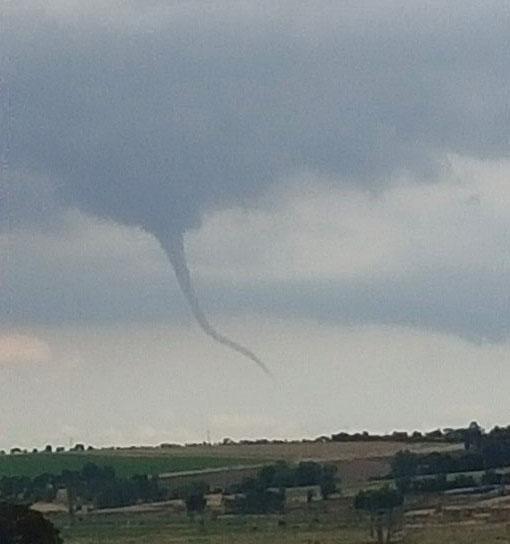 Reported tornado near Murray Bridge (Twitter)