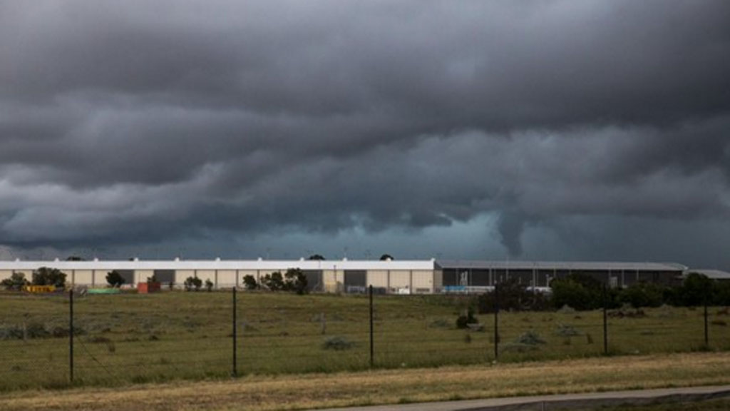 Wide shot of Tullamarine funnel cloud (Twitter)