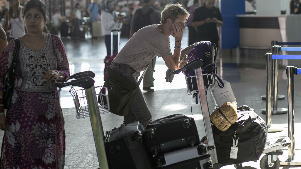 Thousands of Aussies stranded in Bali despite airport reopening