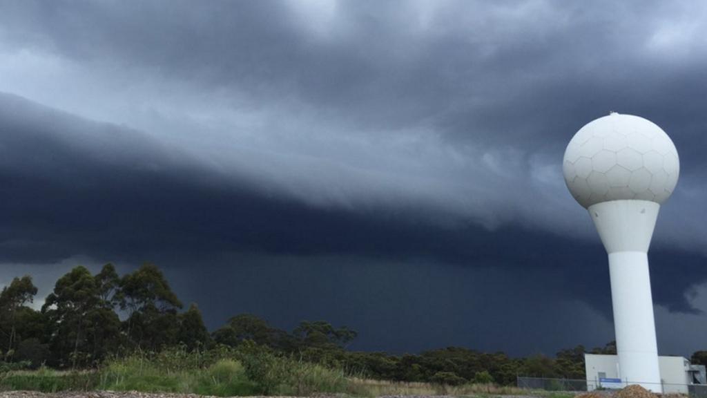 The cloud approaching BoM NSW's radar. (Twitter @benjoshep)