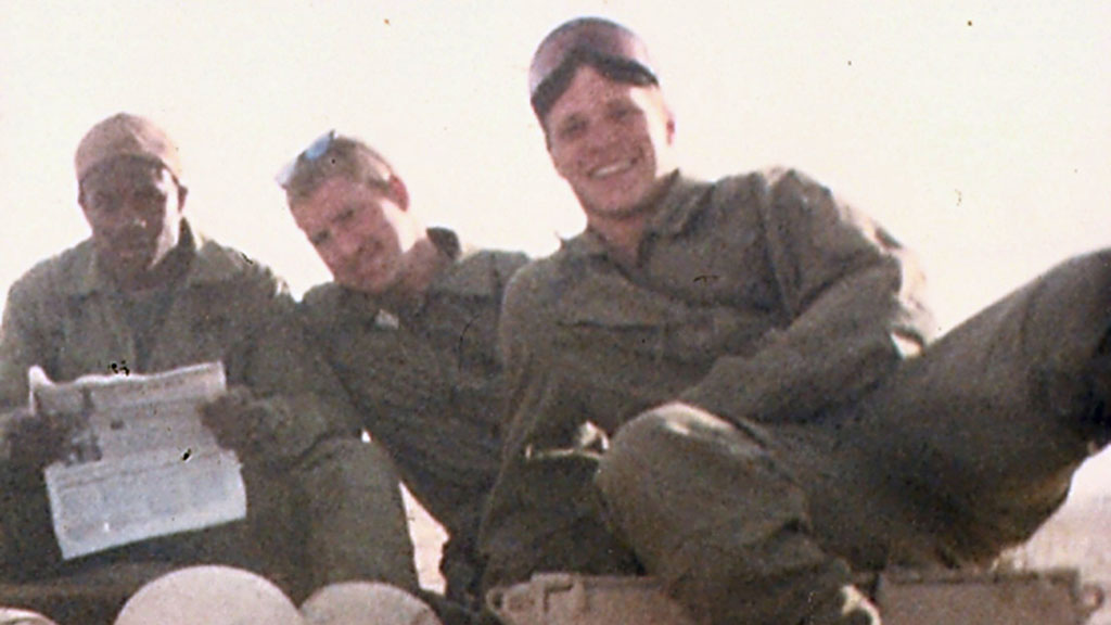 Wade Baker (right) in 1991 serving in Iraq during Operation Desert Storm. (AAP)