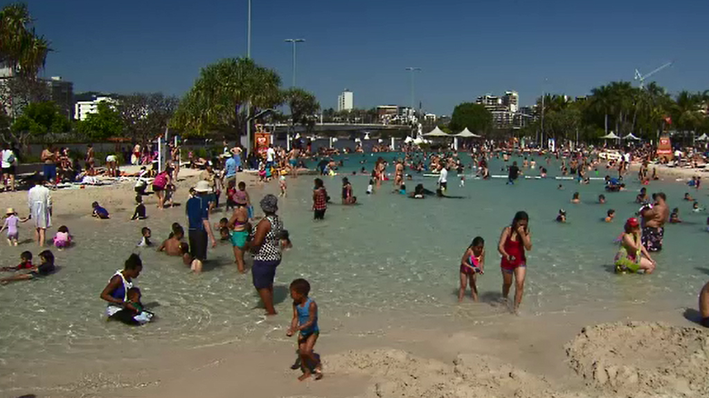 Brisbane's South Bank is a popular spot to cool down. (9NEWS)