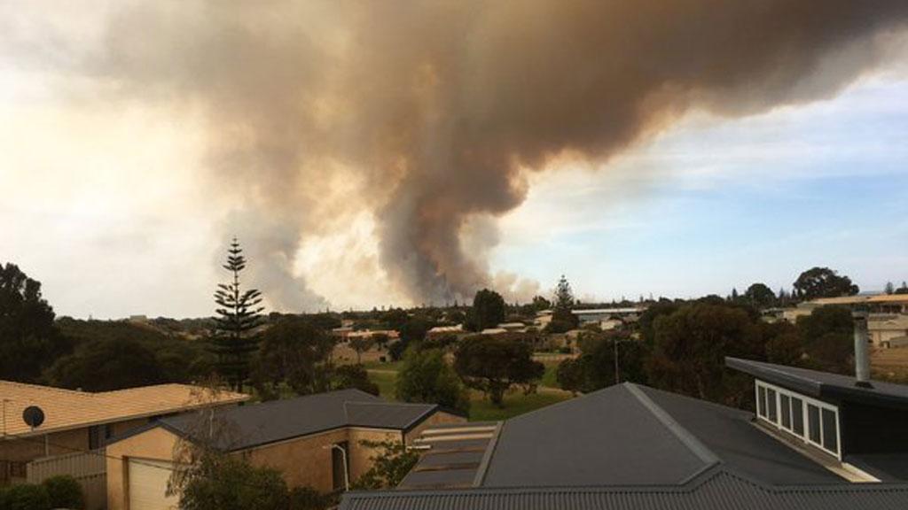 Fast-moving bushfire near Esperance threatening homes and lives in WA