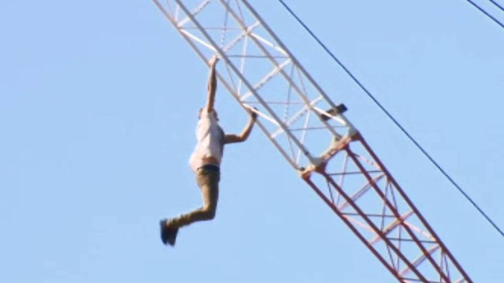 A man climbed a crane in a Woolloongabba construction site. (9NEWS)