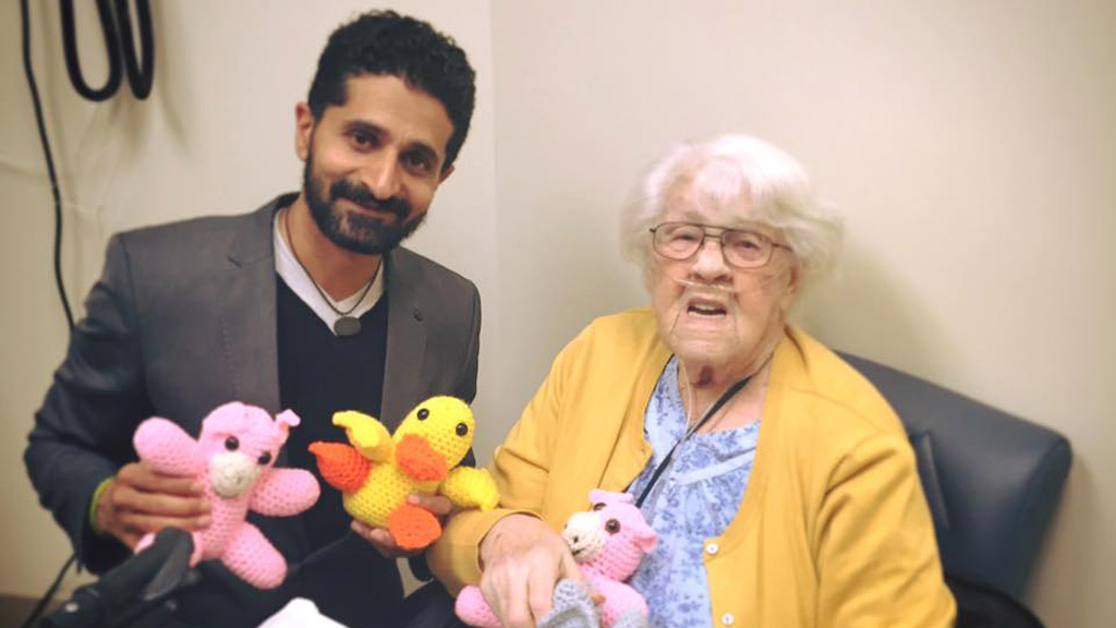 Elderly woman shows support for Muslim doctor in response to controversial Donald Trump comments
