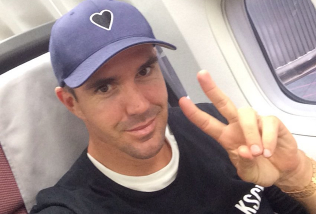 Cricketer Kevin Pietersen furious Qantas lounge toed the line over thong ban