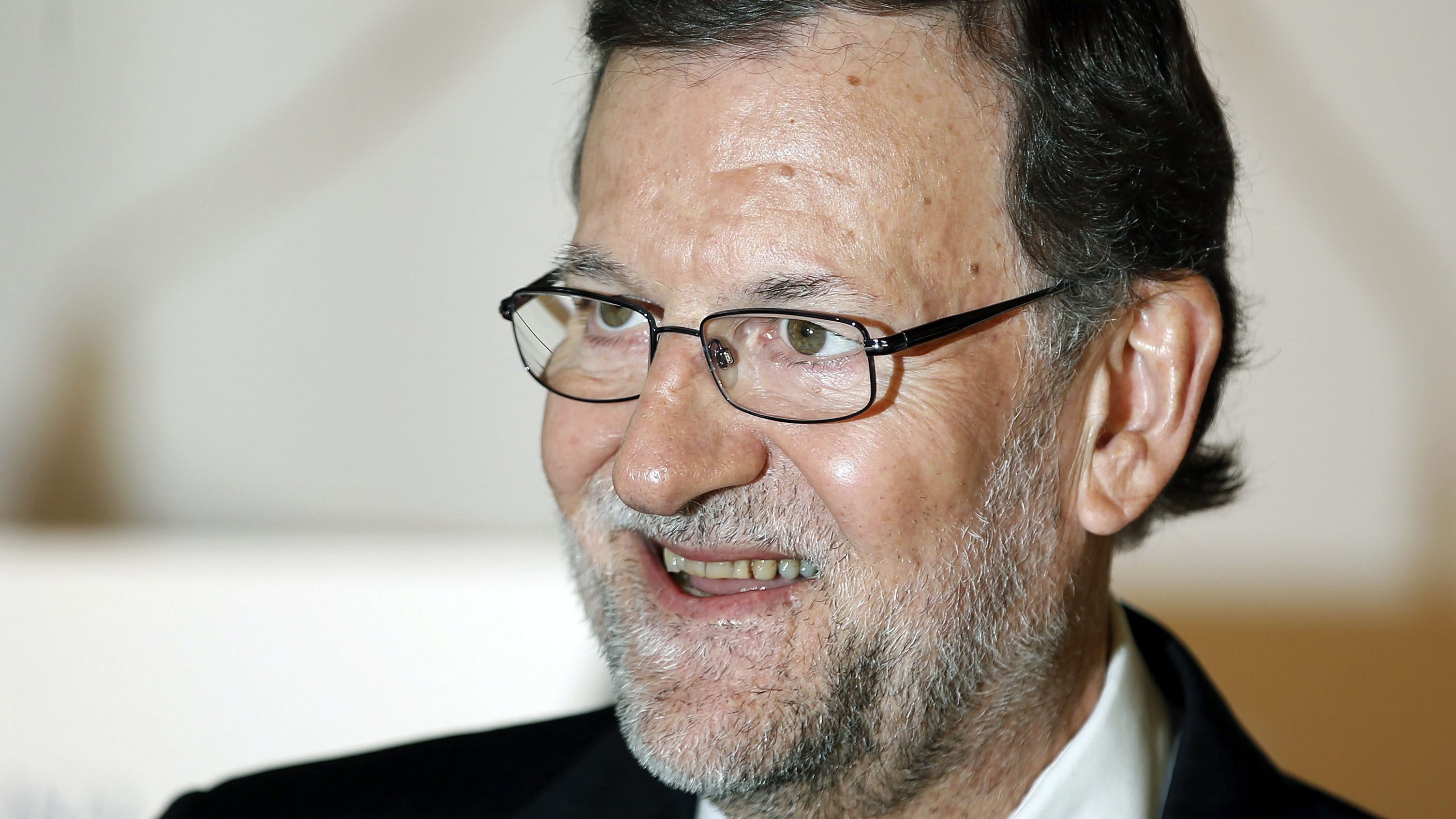 Rajoy makes his first public appearance the day after he was attacked. (AAP)