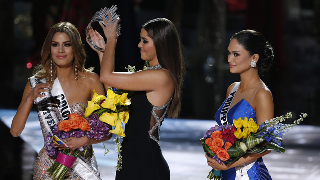 <p>Miss Philippines Pia Alonzo has been crowned Miss Universe 2015 after the show's host, comedian and television personality, Steve Harvey accidentally announced the wrong winner.  </p><p>Former Miss Universe Paulina Vega, center, removes the crown from Miss Colombia Ariadna Gutierrez, left, before giving it to Miss Philippines Pia Alonzo Wurtzbach. (AAP)</p>