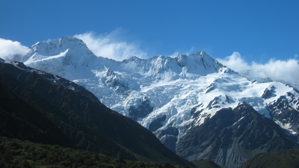 Melbourne woman dies after 300m fall from NZ mountain