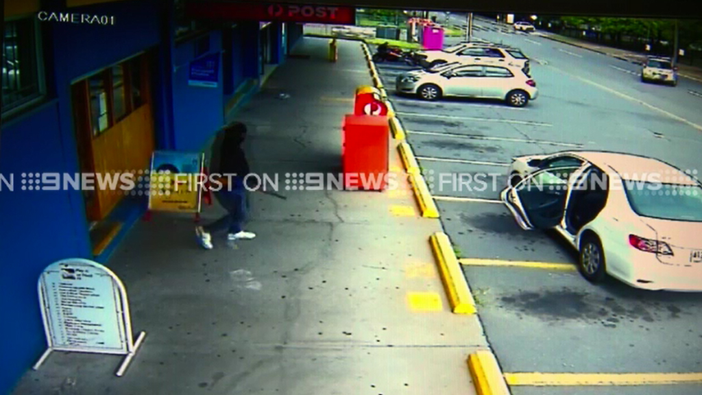 An armed robber fled after trying to rob the Ellen Grove post office. (9NEWS)