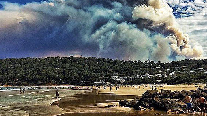 Falls Festival relocated in Victoria after bushfire threat forces organisers to abandon Lorne venue