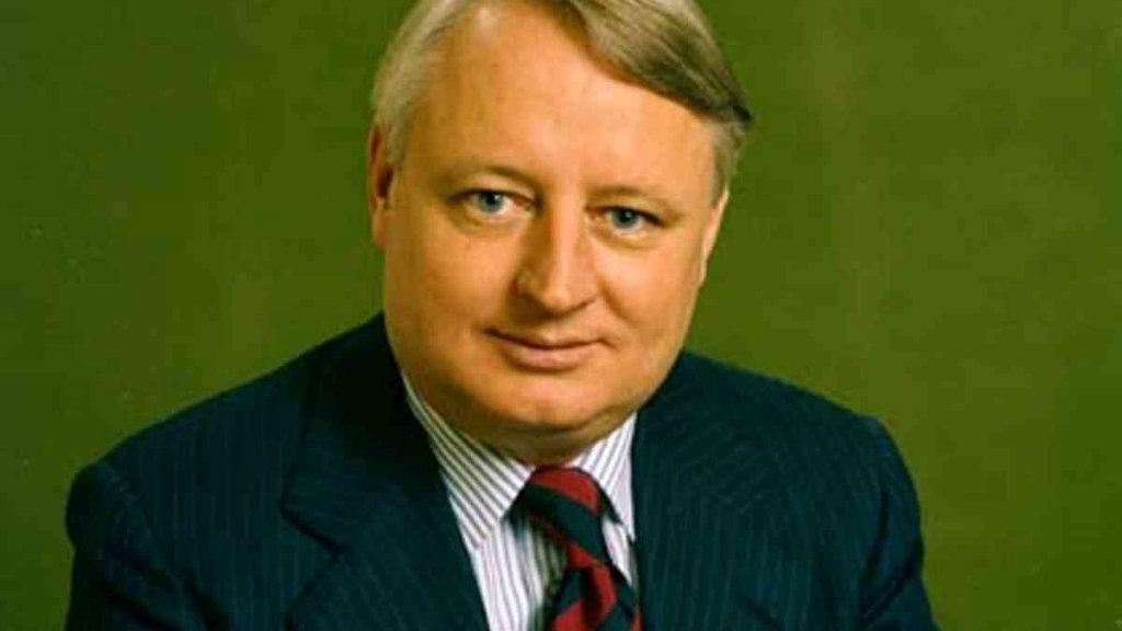 Former federal Liberal MP Jim Carlton dies aged 80