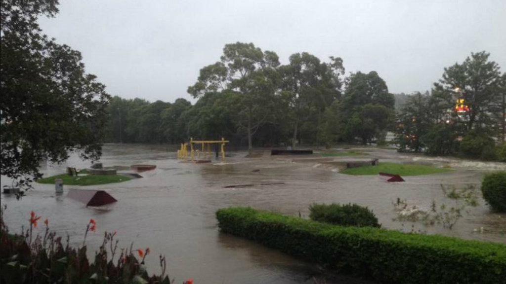 Heavy rainfall sparks flash flooding in NSW's Hunter Valley and Newcastle