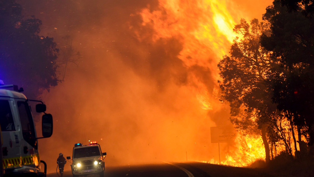 Two people died and more than 100 homes were destroyed during the recent WA bushfires. (9NEWS)