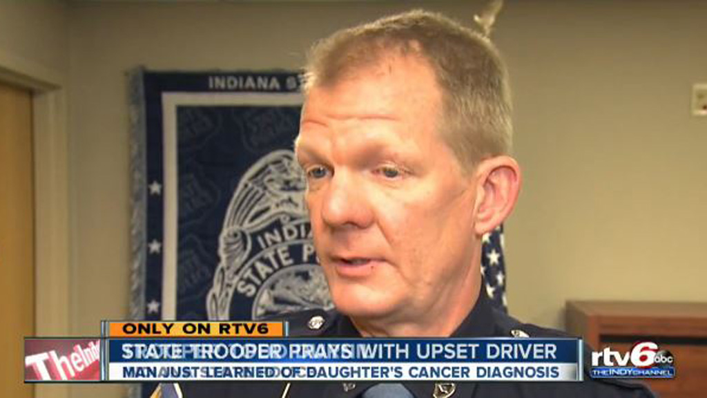 US police officer prays with driver distraught over daughter's cancer diagnosis