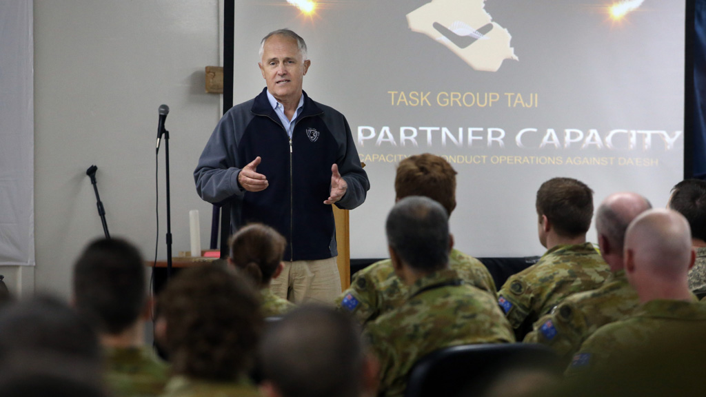 Prime Minister Malcolm Turnbull paid Australian troops in Iraq an unannounced visit. (AAP)