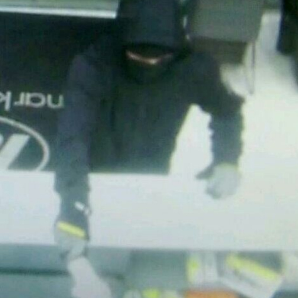 Police release CCTV after knife-wielding man robs Sunshine Coast convenience store