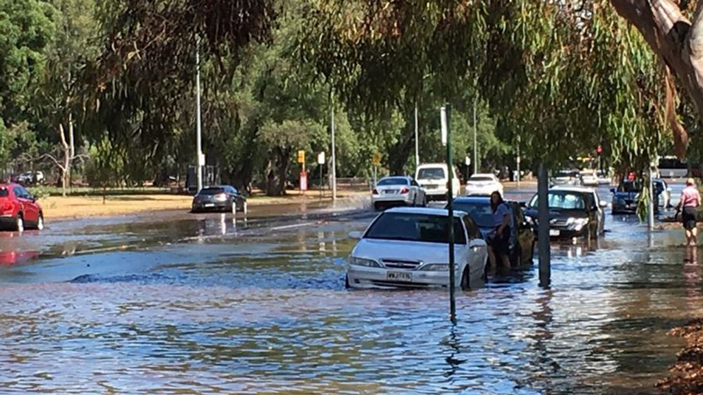 Flooded streets in Adelaide's CBD. (9NEWS)