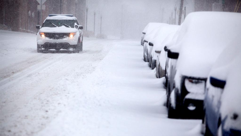 A WKU police vehicle drives through the snow on Kentucky Street. (AAP)