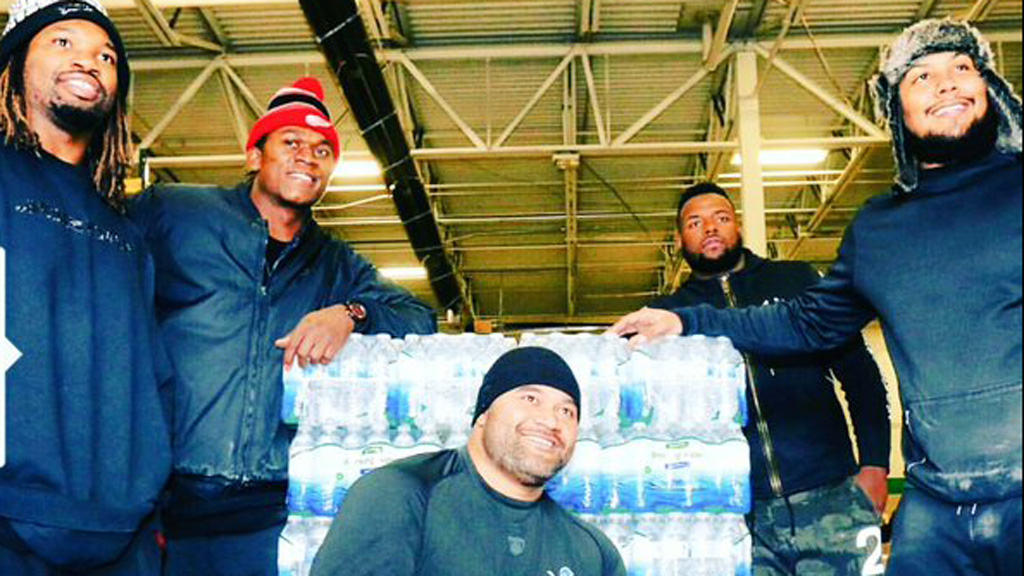 Detroit Lions players donate 94,000 bottles of water to US town in contamination crisis