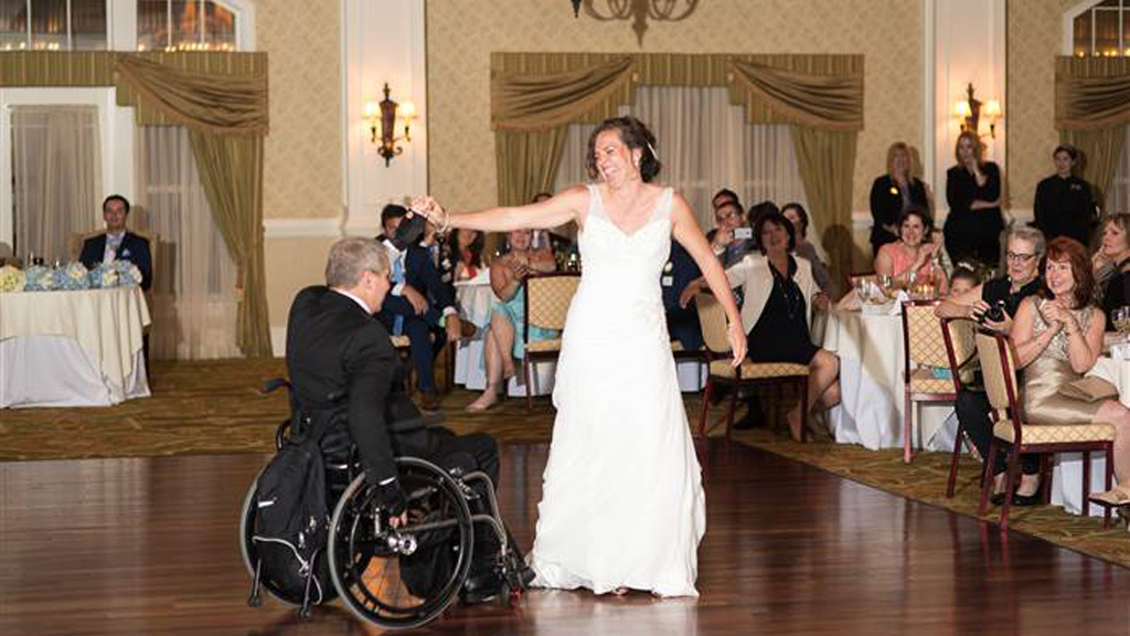 Quadriplegic dad pulls off perfectly choreographed dance with daughter at wedding