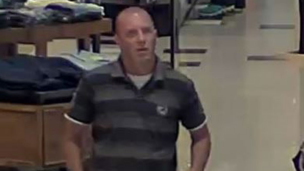 Police search for man who 'rubbed up against young women' in Melbourne shopping centre