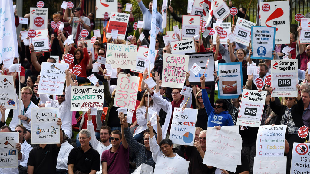 CPSU protests in June 2015 over major cuts to CSIRO. (AAP)