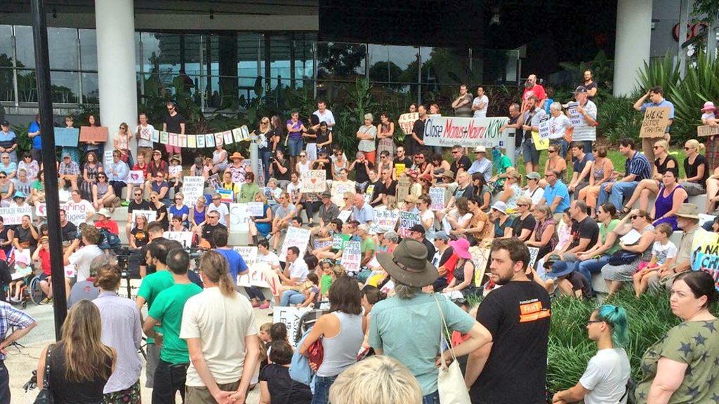 Protesters outside the Lady Cilento Children's Hospital. (Twitter / @Kon_K)