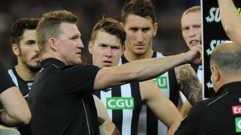 Nathan Buckley addressing his players in 2015. (AAP)