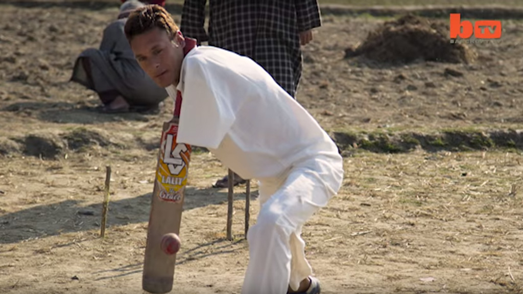 Brave Indian cricketer teaches self to play despite loss of arms