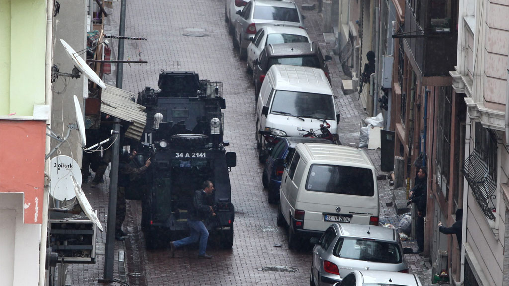 Two female Turkish militants shot dead by police in Istanbul