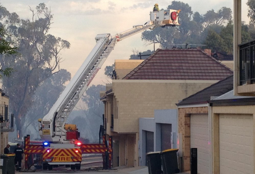 A home caught fire at Lakeside Drive, Joondalup. (Twitter / @KateMcPherson_9)