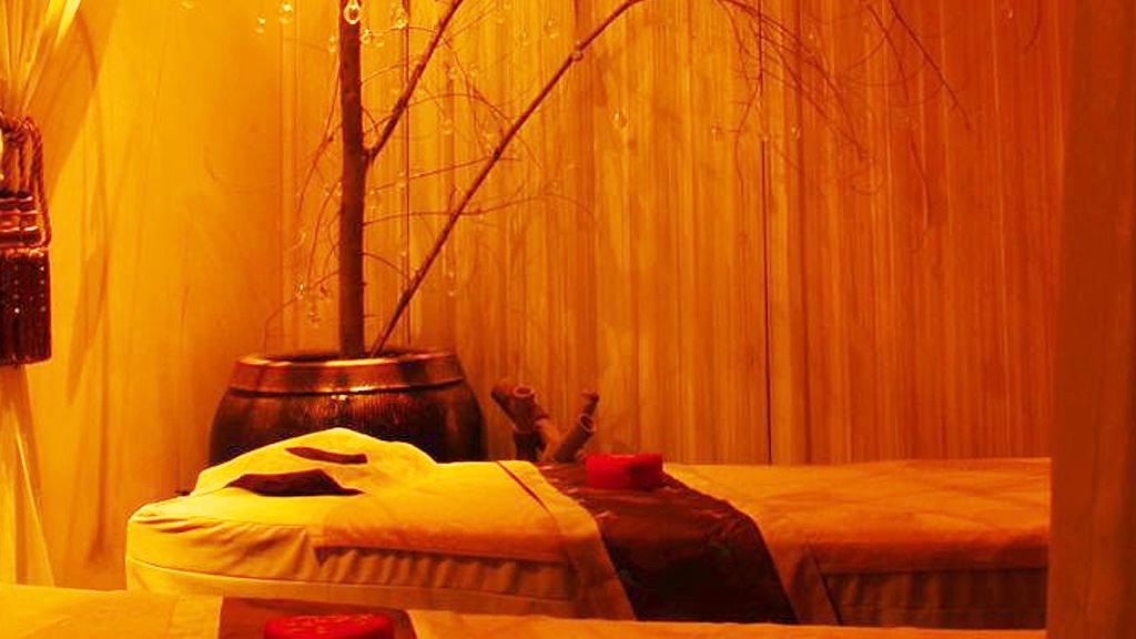 Massage table at Dragonfly's Yansha Retreat (Dragonfly)