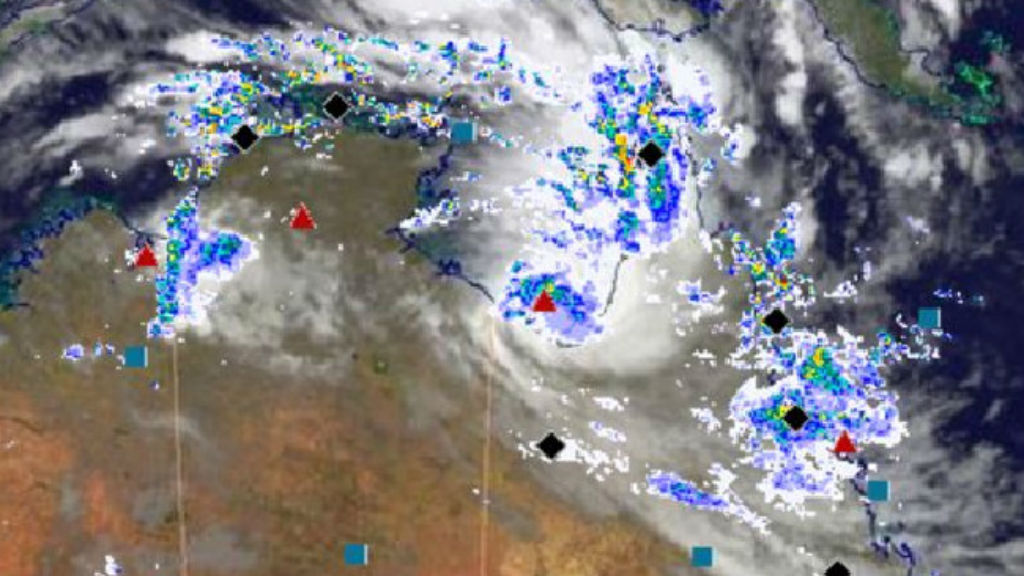 Queensland's low in the Gulf of Carpentaria no longer expected to reach tropical cyclone intensity