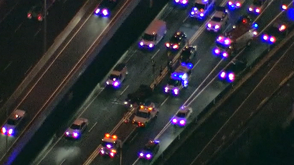 Car turnover on West Gate Freeway causing traffic delays for Melbourne commuters