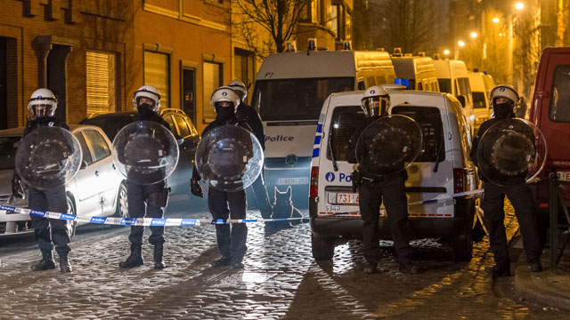 Belgian security forces seal off an area during an anti-terror operation in the Molenbeek. (AAP)