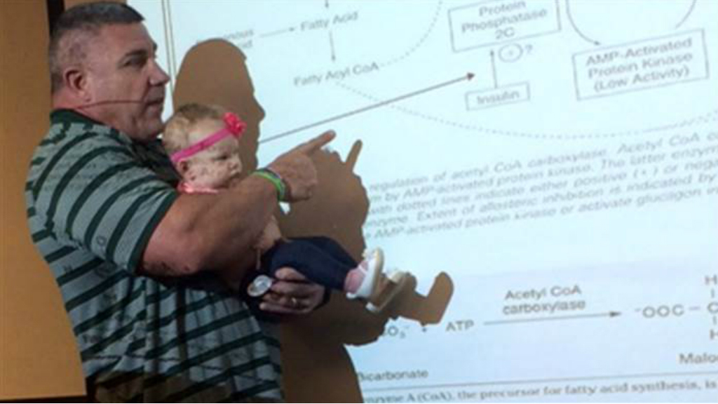 US university professor doubles as baby-sitter during lecture