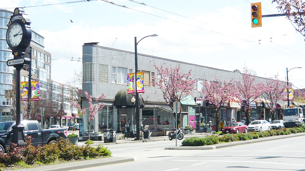 Intersection of Main Street and Kingsway in Mt Pleasant (Canadian2006/Wikipedia/CC BY-SA 3.0)