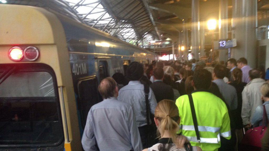 Melbourne City Loop services resume following major delays