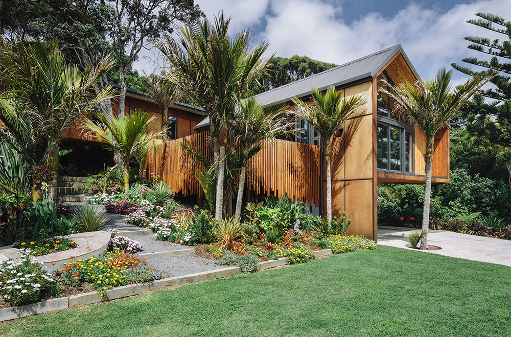 Home by the sea reflects on new zealand traditions for Beach house builders new zealand