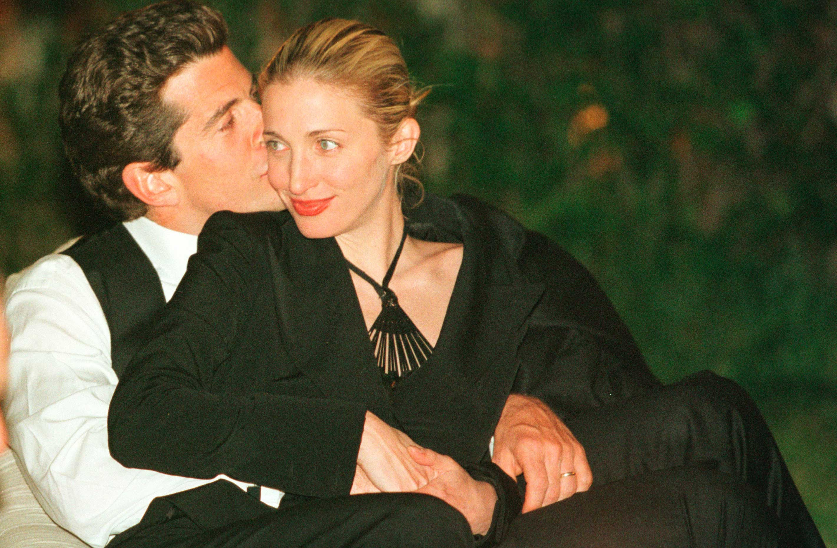 Nineties Power Couple Jfk Jr And Carolyn Bessette In 1999