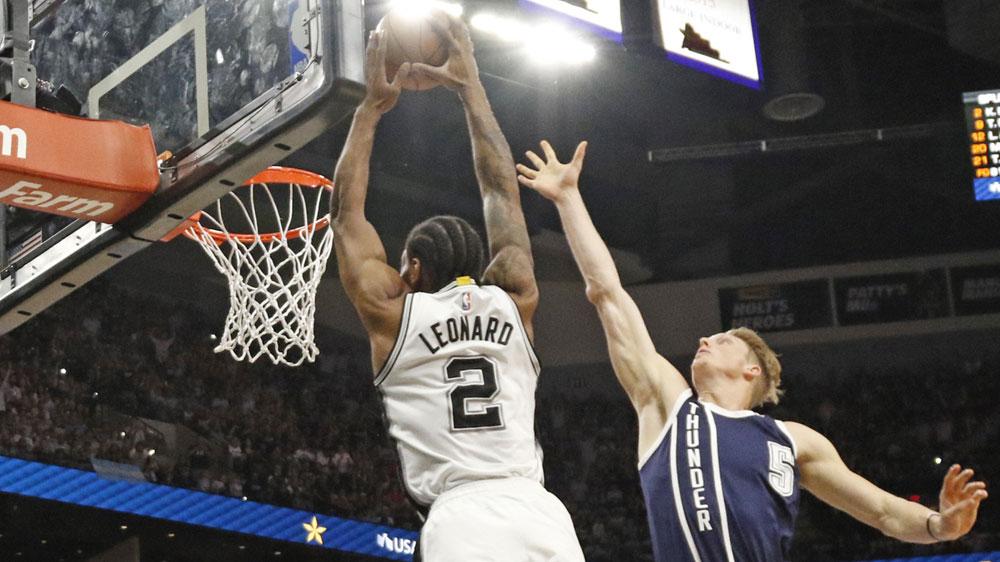Kawhi Leonard dunks for Spurs. (AFP)