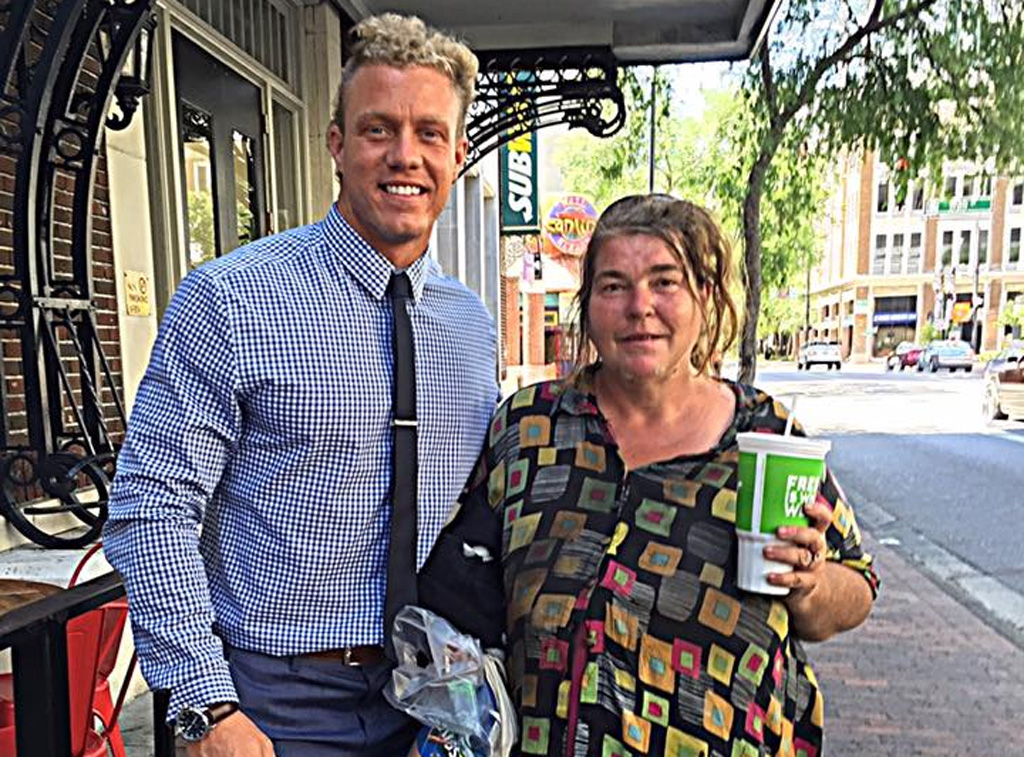 Personal trainer uses his lunch breaks to teach homeless woman how to read