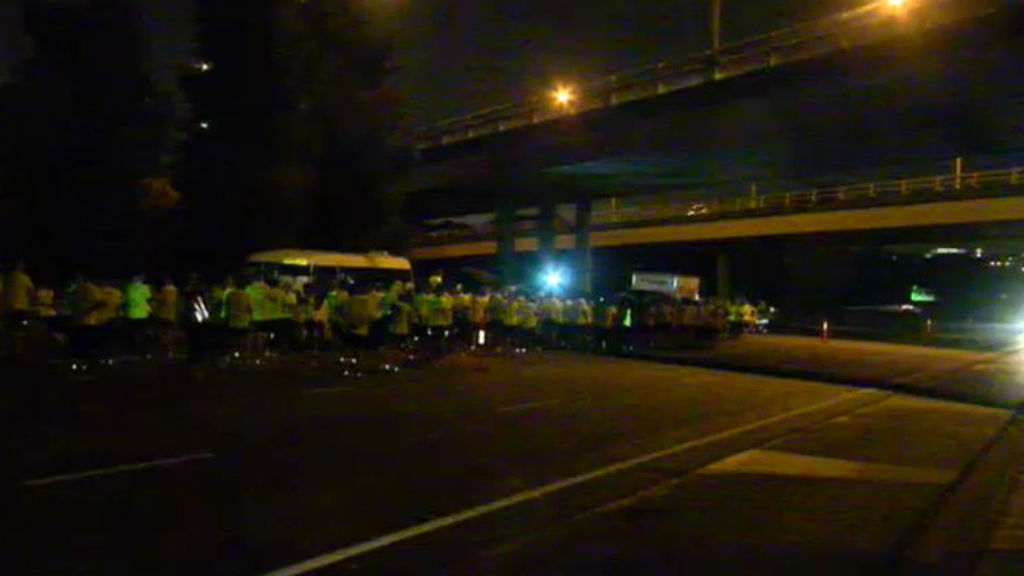 Part of the freeway was closed overnight due to the charity run which the group were participating in at the time of the crash. (9NEWS)