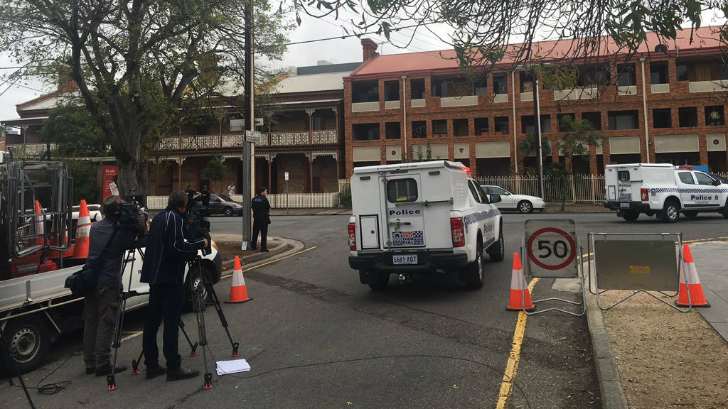Police have cordoned off the area. (Alice Monfries/9NEWS)