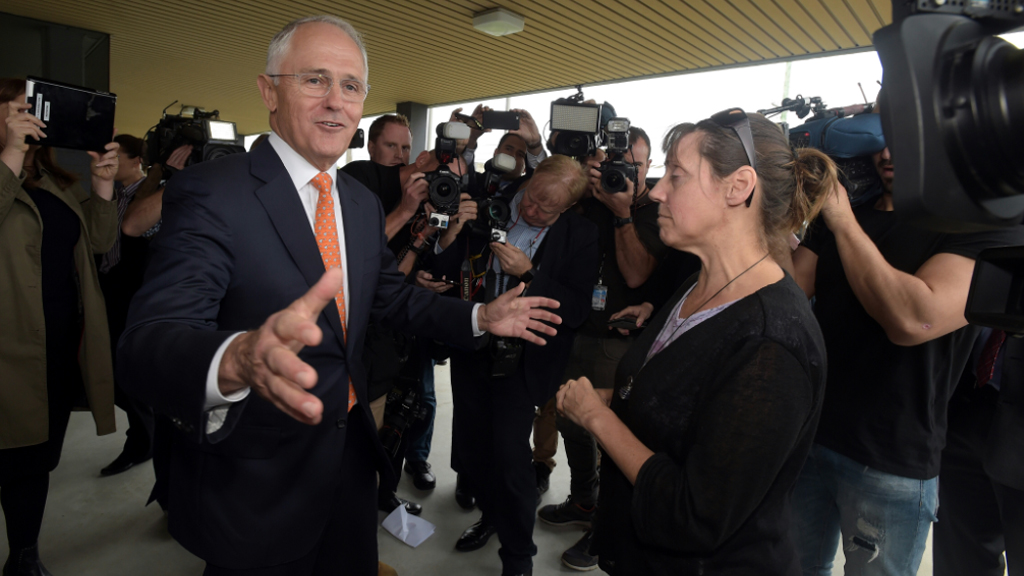 An angry voter has confronted Malcolm Turnbull about election issues. (AAP)
