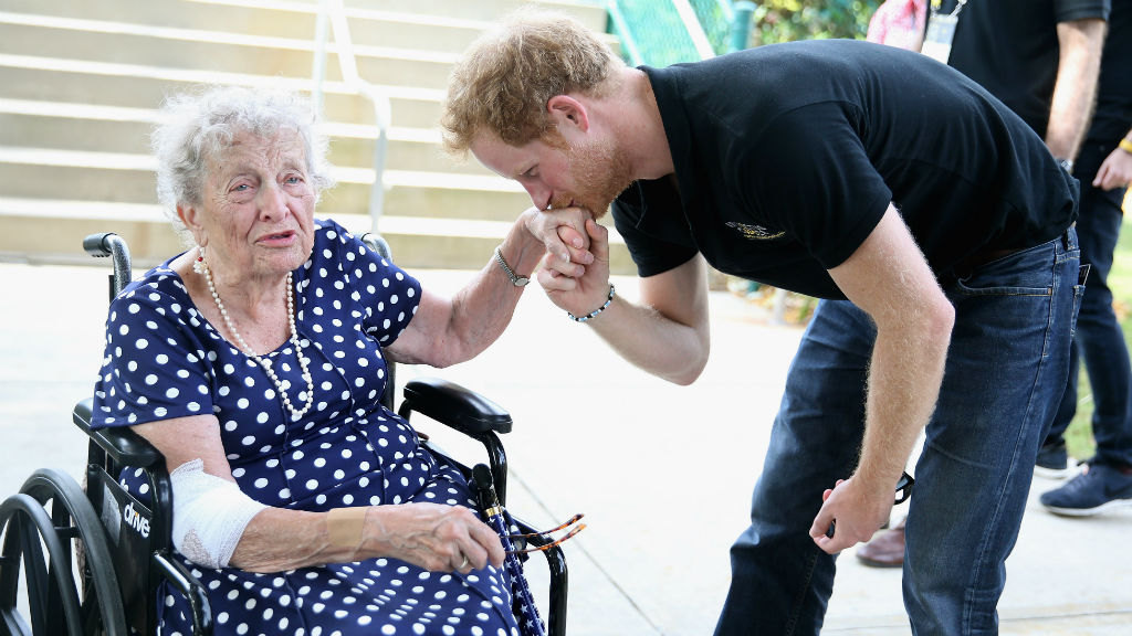 Prince Harry seals the end of the Invictus Games with a kiss
